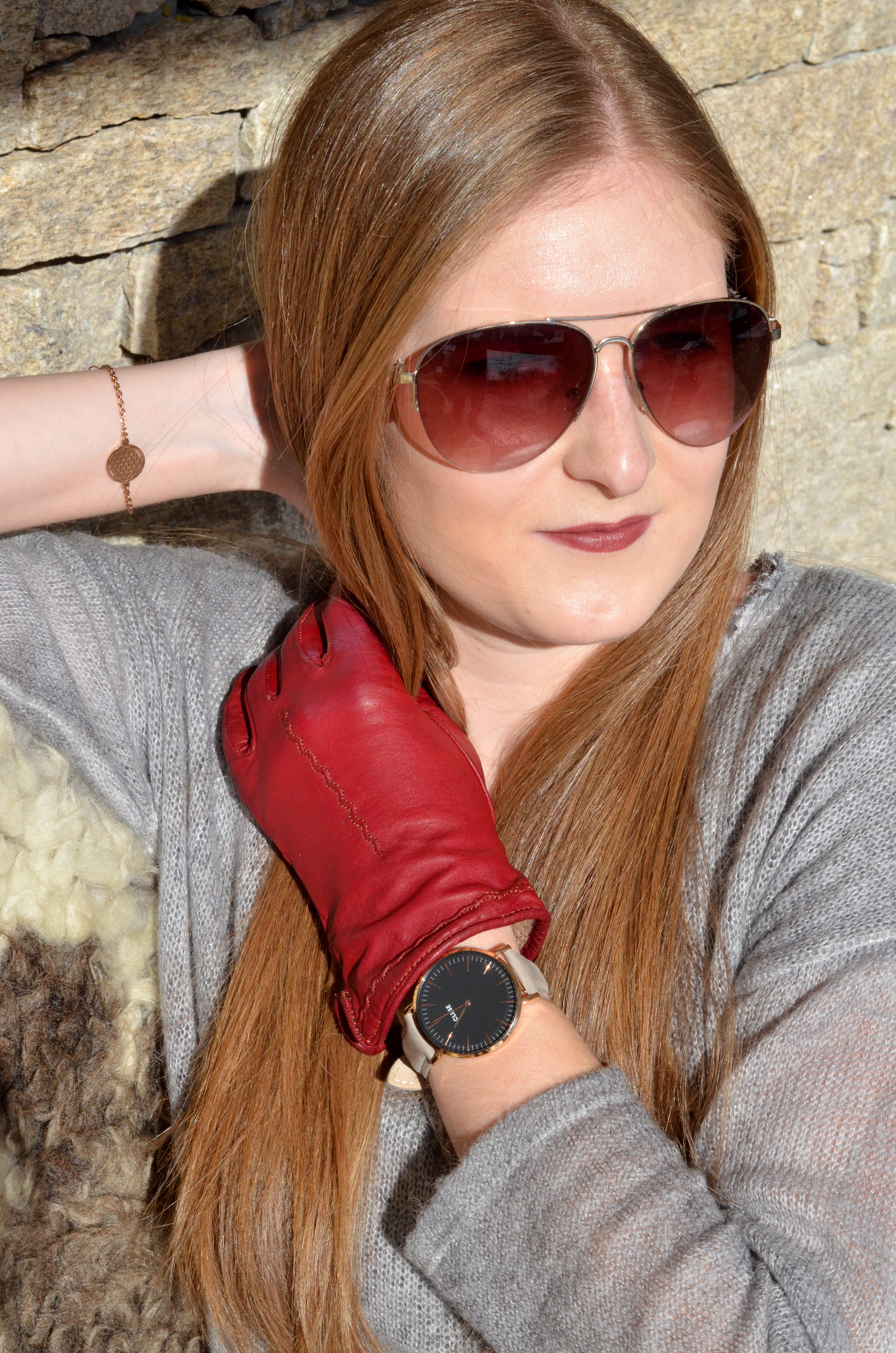Winteroutfit - Strickkleid & rote Lederhandschuhe